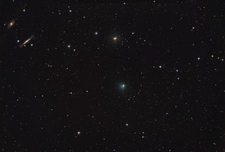 Звезды, галактики и комета Темпель 1